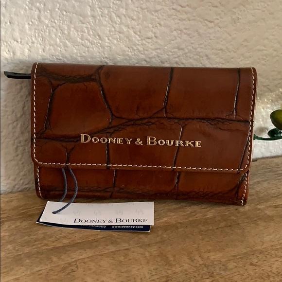 🌟 Dooney & Bourke Wallet